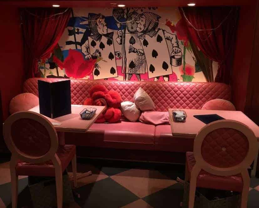 Alice in wonderland theme cafe Tokyo