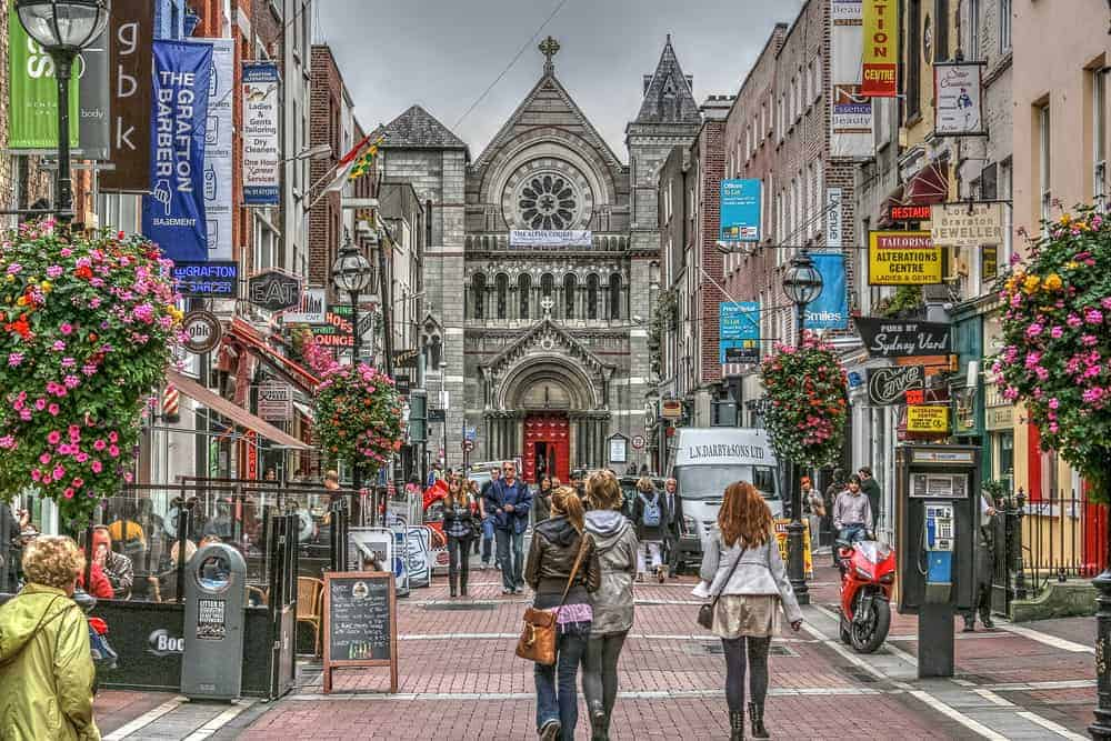 Dublin shopping street. what to know before visiting ireland